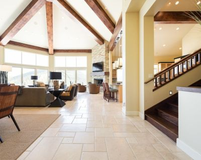 Airy, Contemporary Ski-In/Ski-out Chalet wiith Breathtaking Views,, Game Room and Private Pool - Park City