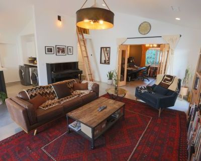Eclectic sun-lit Sherman Oaks Studio / Guest House with tons of character, Sherman Oaks, CA