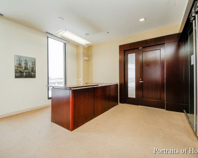 Schaumburg Penhouse Sydney Room w/ Rooftop Access, Rolling Meadows, IL