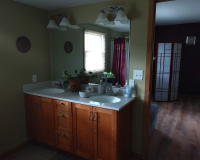 Cozy Quiet Place-Private Suite-No Contact Check-In - Brookfield