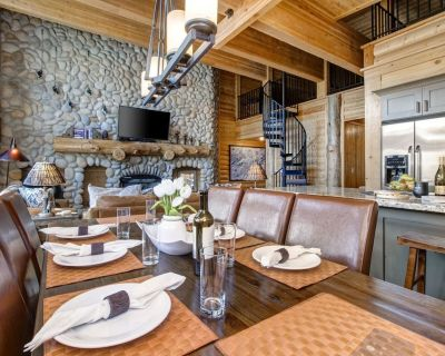 Abode at Black Bear 403|Spacious Living Steps to Skiing - Park City