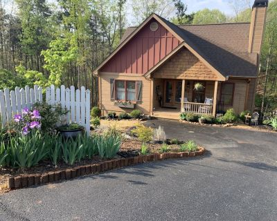 ENTIRE CABIN ON 1 ACRE 5 MILES FROM DOWNTOWN DAHLONEGA! ONLY 4 MILES FROM UNG - Dahlonega