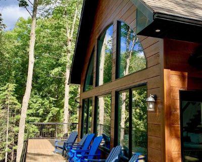 BRAND NEW Drag Lake luxury cottage with AC and HOT TUB - Haliburton