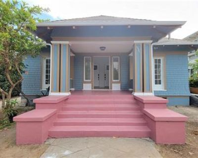 Stunning Remodeled  2 bed Home For Rent