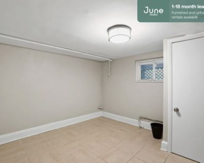 #460 Queen room in Columbia Heights 6-bed / 2.5-bath apartment