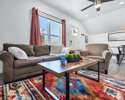 Loft Apartment in Downtown s Best Duplex - Mountain Views - Central Colorado Springs