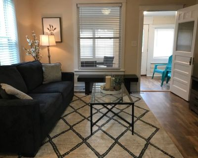 Clean Newly remodeled 2 bedroom house - Waukegan