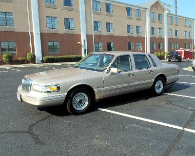 Used 1997 Lincoln Town Car Executive