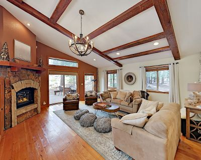 Majestic Donner Gem with Large Great Room & 2 Master Suites - Truckee