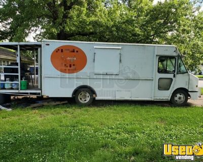 30' Chevrolet P30 Barbecue Truck with a 6' Porch / Used Barbecue Rig