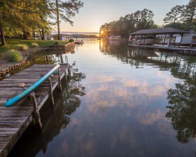Cricket's Cove on Pea Hill Creek - Lake Gaston, NC - Henrico