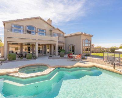 Exquisite Las Sendas Desert Getaway - Backyard Oasis w/ Heated Pool & Hot Tub - Las Sendas