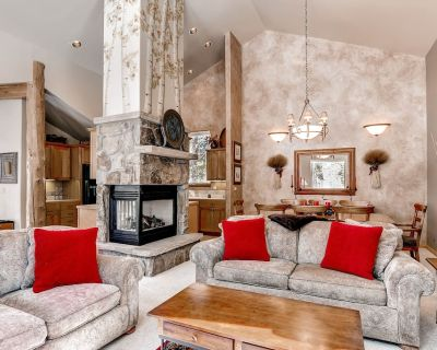 Spacious, private home near trails w/private hot tub, gas grill, & jetted tub - Warrior's Mark West