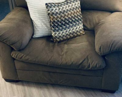 Comfy Brown Couch Set!