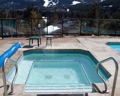 Whistler New Years Eve! Swimming Pool and Hot Tub, 1mile to Village w/shuttle - Blueberry Hill