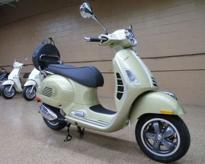2021 Vespa GTS 300 HPE 75th Scooter Downers Grove, IL