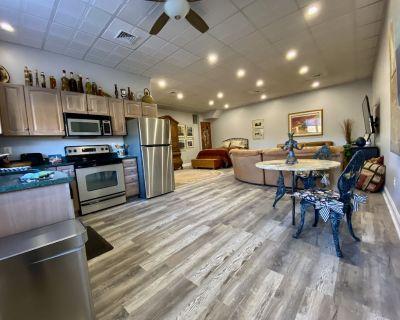 Alpaca Farm Studio Apartment - Marshall
