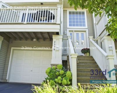 Woodbury townhome in great location!