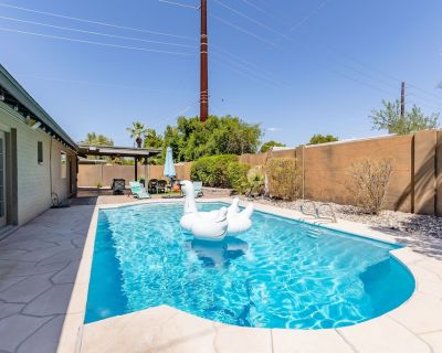 Old Town Home just 5 Minutes Away From It All! Private Pool! - Parkcrest