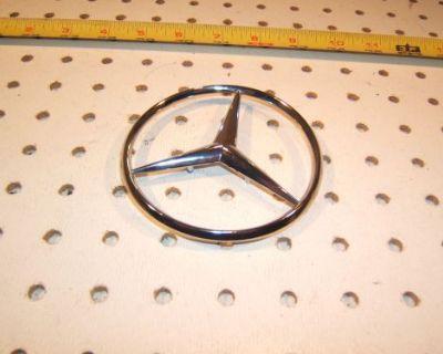 Mercedes W201,190e,w124 300/400/500 E,d,c Rear Plastic Chrome 1 Star,2017580058