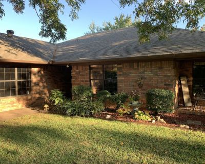 Beautiful, secluded ranch home with 3 bdrm and 2 bath - Hugo