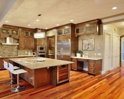 Luxuriouse 4500 Sqft New House 7BR+5BA Near Kensington, Downtown - West Hillhurst
