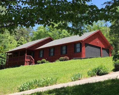 3 Bedrooms/2 Baths-Private Lake House in Garland Bend with hot tub & fire pit - Burnside