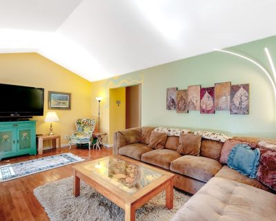 Family-friendly Retreat Close to Skiing and Lake Tahoe! Walk to Town! - Brockway Vista
