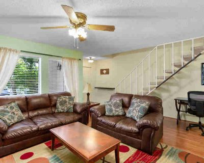 Austin, This fully furnished 2 bedroom, 2.5 bathroom condo
