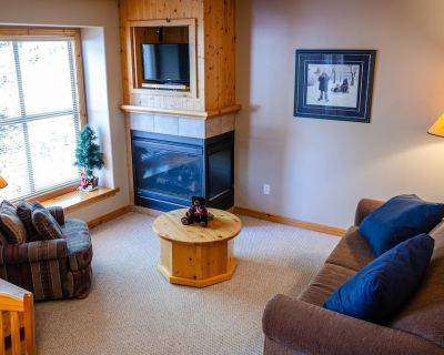 Upper floor 1 bedroom condo with easy access to ski-out trail - Sun Peaks