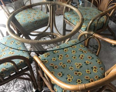 Bamboo glass table with 4 rolling chairs