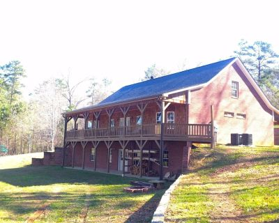 Large, Spacious Home near LakePoint and Lake Allatoona - Emerson