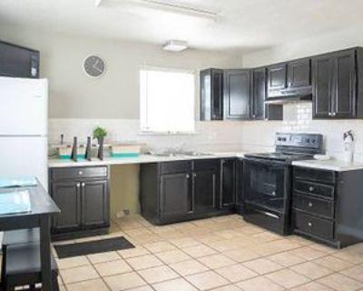 Room for Rent - a 2 minute walk to bus 42, Atlanta, GA 30315 1 Bedroom House