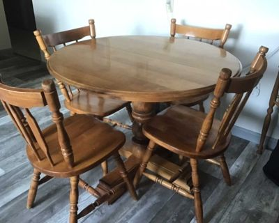 Kitchen table & chairs.