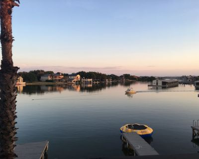 Gorgeous 3/3.5 Waterfront Home. *Ask about Winter Texan Rates!* - Horseshoe Bay