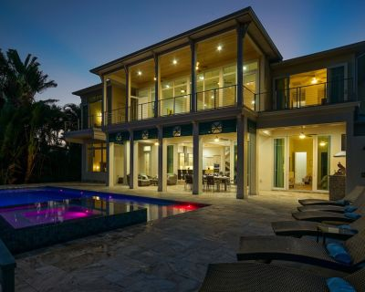 New luxurious design villa on the canal with infinity pool and boat lift - Yacht Club