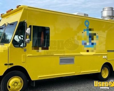 2000 - 27' Freightliner Step Van Food Truck with a Lightly Used Kitchen