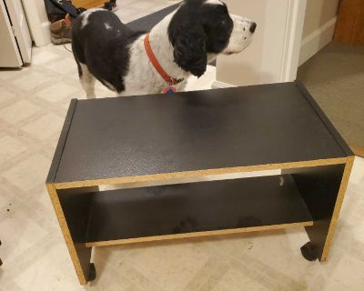 Side end table, on rollers