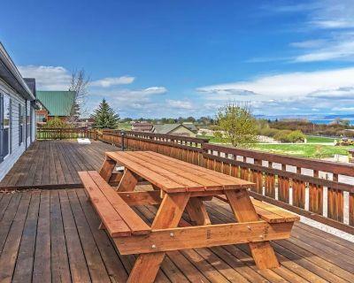 Huge Decks & Pool Table! 3 Kings/1 Queen/9 Twins in this 5BR/2.5BA Home! - Garden City