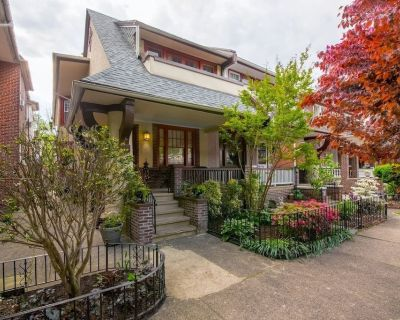 Luxurious Bungalow Jewel, Amenities-Rich Home, Close to Downtown Attractions - Melrose