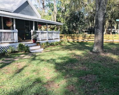 Family Time! This Cute Cottage is Waiting you for a Unique Experience! - Umatilla