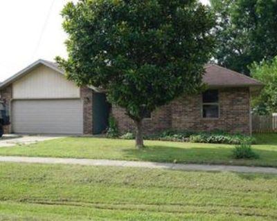3134 W Calhoun St #1, Springfield, MO 65802 3 Bedroom Apartment