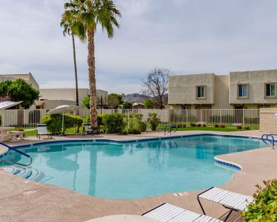 Renovated Old Town Condo! 2 Pools, Spa and BBQ! Walk to Old Town! - South Scottsdale