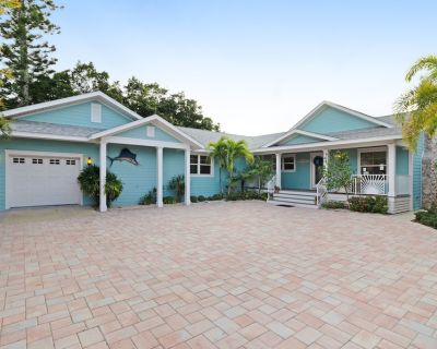 Cozy, waterfront bungalow with vintage flair - dogs are welcome! - Holmes Beach