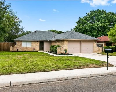 Charming home with Great Location and Amenities - West San Antonio