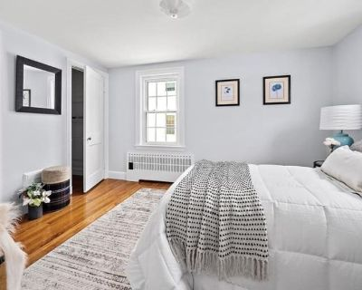 Private room with ensuite - Newton , MA 02461