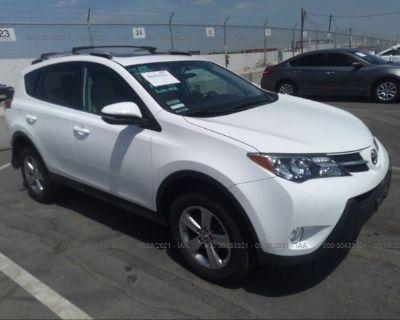 Salvage White 2015 Toyota Rav4