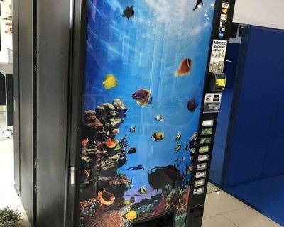 Used 600E Dixie Narco 9 Select Drink Vending Machine