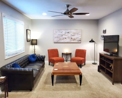 Charming Townhouse in Overland Park - Nall Hills