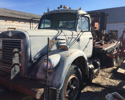 International tandem gin pole truck.